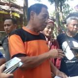 H. Siswanto ketua Paguyuban didampingi sejumlah pengurus saat memberikan keterangan pers (foto : Moh. Ali Makrus / Jatim TIMES)