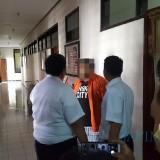 Fariz Nazer Mouadad diamankan di Kantor Imigrasi Blitar.(Foto : Team BlitarTIMES)