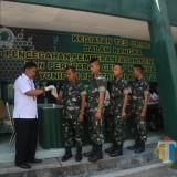 Kepala BNN Kab Blitar AKBP Agustianto memimpin langsung tes urine di Yonif 511/DY