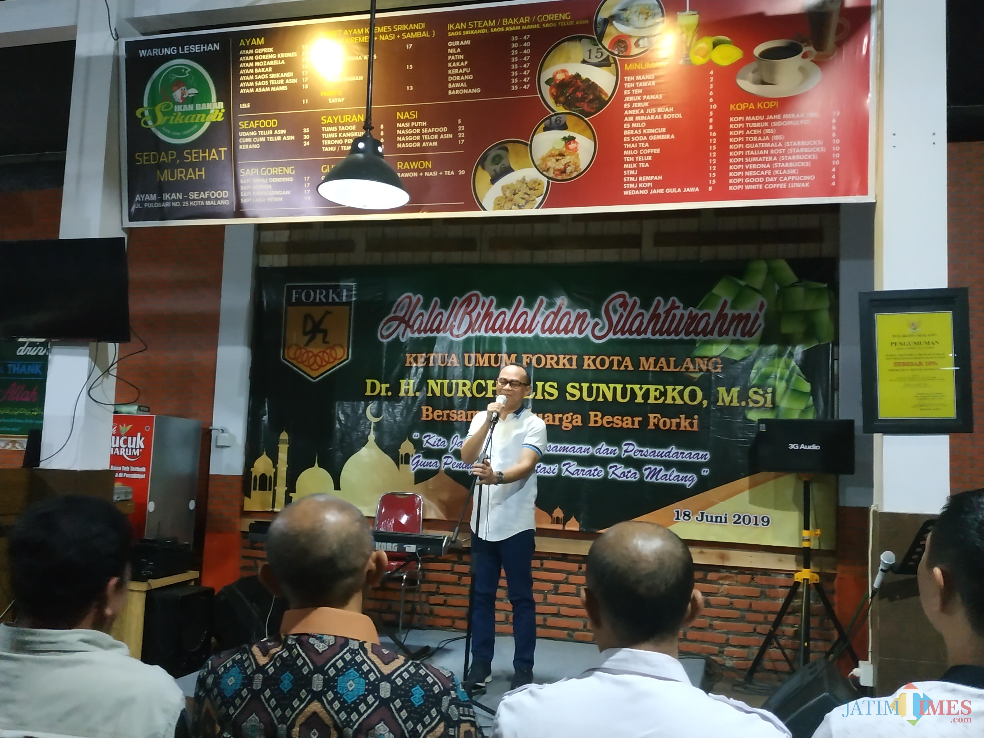 Ketua Umum Forki Kota Malang Nurcholis Sunuyeko saat memberikan sambutan dalam acara halalbihalal dengan KONI Kota Malang dan cabang olahraga. (Hendra Saputra)