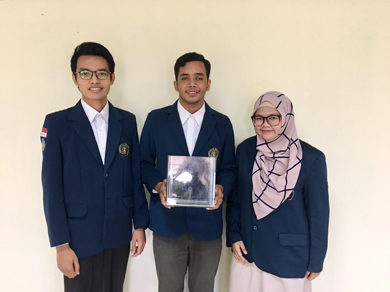 Dari Kiri ke Kanan: Rizhaf Setyo Hartono, Hendra Surawijaya, dan Elfahra Casanza Amada. (Foto: istimewa)
