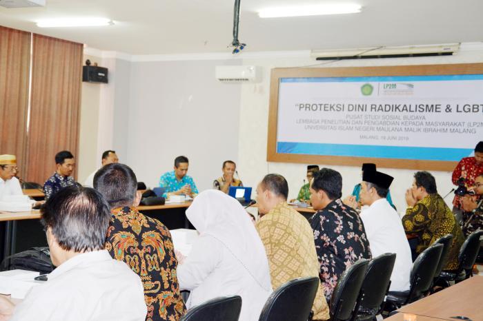 Suasana Forum Group Discussion (FGD) bertajuk Proteksi Dini Radikalisme dan LGBT di UIN Malang. (Foto: Humas)