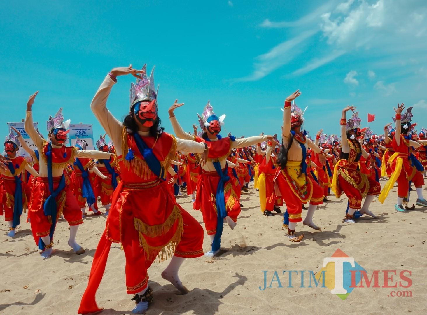 Tari topeng Malang yang sempat memecahkan rekor MURI dengan penari terbanyak dalam MBF 2018 lalu (dok MalangTIMES)
