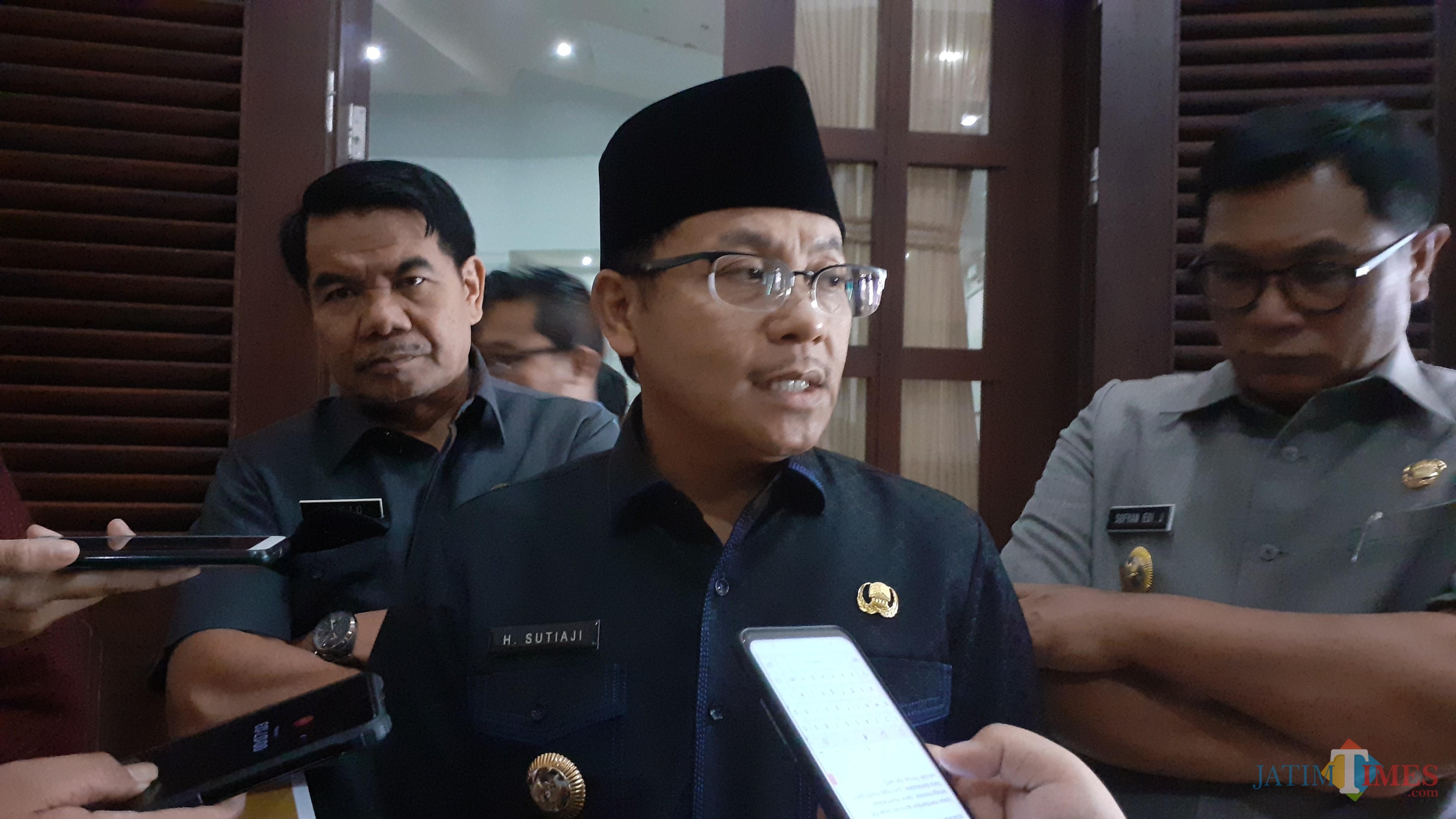 Wali Kota Malang Sutiaji (kenakan kacamata) (Pipit Anggraeni/MalangTIMES).