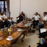 Pertemuan Pengurus KONI Lumajang dengan Bupati H. Thoriqul Haq (Foto Doc Humas / Jatim TIMES)