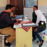 Salah satu siswa saat melakukan pendaftaran di SMP Satu Atap Desa Gunungsari, Kecamatan Bumiaji. (Foto: Irsya Richa/MalangTIMES)