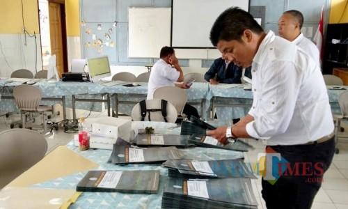Suasana pendaftaran PPDB di SMPN 4 Batu. (Foto: Irsya Richa/MalangTIMES)