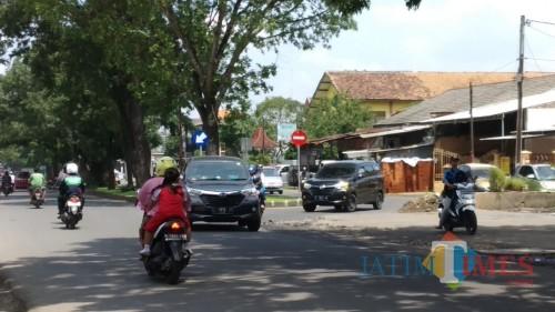 Kondisi lalu lintas di kawasan jalan kembar Ki Ageng Gribig (Pipit Anggraeni/MalangTIMES).