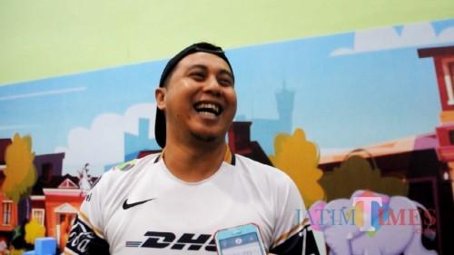 Heru Santoso saat diwawancarai MalangTIMES di Malang Smart Arena (Hendra Saputra)