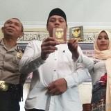 Tersangka kasus narkoba saat usai menggelar acara pernikahan di masjid Polresta Kediri. (eko Arif s /JatimTIMES)