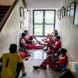 Para pemain Indonesia Muda yang gagal masuk ke dalam lapangan. (Istimewa)