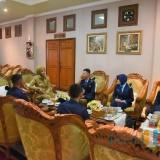 Bupati Jember dr. Hj. Faida MMR saat menerima kunjungan 5 Taruna dari SMAN 3 Angkasa Jawa Timur (foto : istimewa / Jatim TIMES)