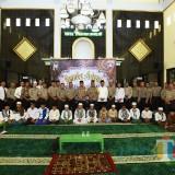 Kapolres dan pejabat utama polres foto bersama dengan peserta lomba adzan (Foto Heru Hartanto / SitubondoTIMES)