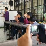 Anak-anak di Malang mengisi liburan dengan belajar fotografi dalam acara Fun Week #4 di Ngalup Coworking Space. (Foto: Nurlayla Ratri/MalangTIMES)