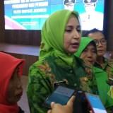 Bupati Jember dr Hj Faida MMR saat memberikan keterangan kepada wartawan. (foto : Ayunk / Jatim TIMES)