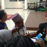 Bupati Jember dr. Hj. Faida MMR saat wawancara dengan wartawan usai pelantikan (foto : Nanang / Jatim TIMES)
