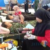 Suasan TNI dan Polri saat melakukan donor darah (Foto Heru Hartanto / SitubondoTIMES)