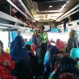 Giat cipta kondisi Polres Malang dalam antisipasi keberangkatan warga ke Jakarta di pintu masuk tol Mapan (Humas Polres Malang for MalangTIMES)