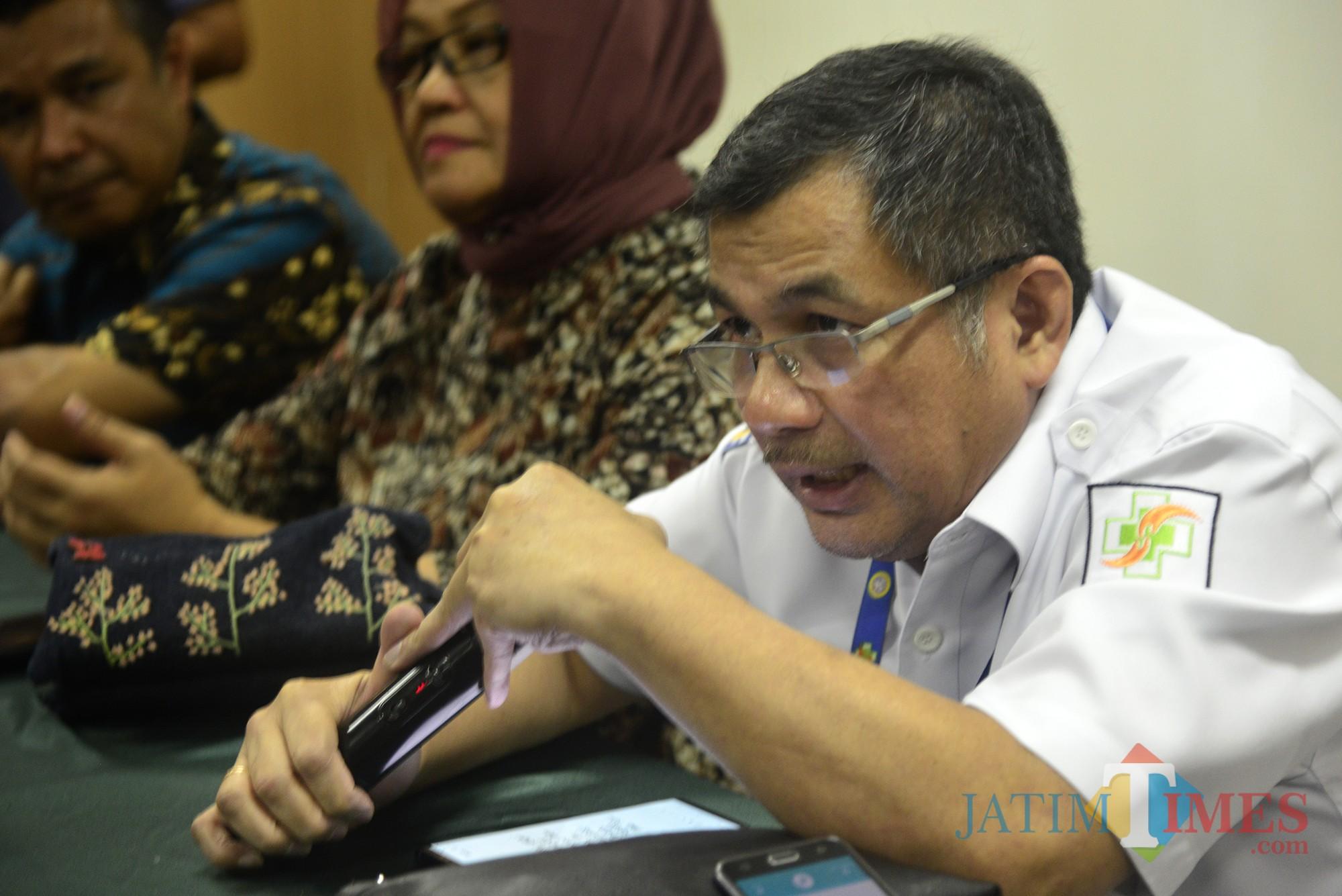 Kepala Humas RSUD Dr Soetomo Surabaya, Dr Pesta Parulian saat memberikan keterangan