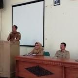 Kepala Dinas Pendidikan Kabupaten Malang M. h Hidayat (kiri) saat meminta seluruh guru semakin menguatkan penanaman pendidikan mental kepada para pelajar. (Nana)