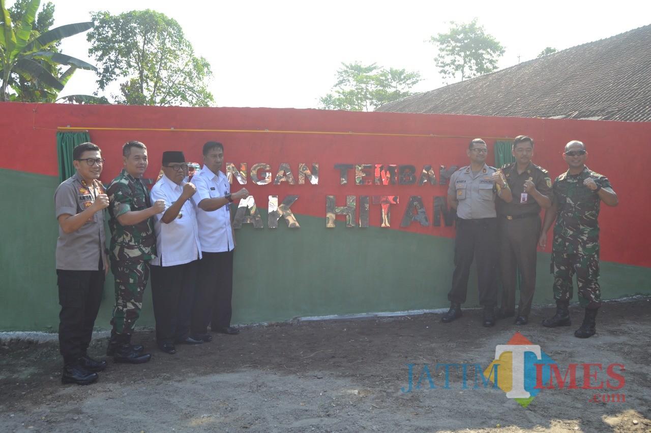 Peresmian lapangan tembak Badak Hitam.(Foto : Team BlitarTIMES)