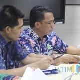 Kepala BP2D Kota Malang Ade Herawanto (kanan). (Foto: Dokumen MalangTIMES)