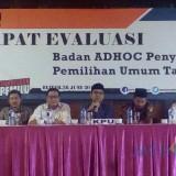 Komisioner KPU Kota Blitar memimpin Rapat Evaluasi Tahapan Pemilu 2019 bersama Badan Ad Hoc