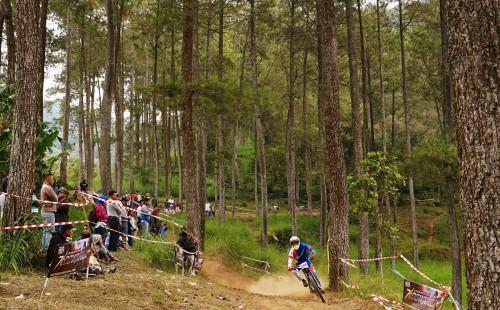 Olahraga Downhill di Bukit Klemuk (foto:76rider.com)