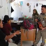 Sejumlah anak jalanan saat dimintai keterangan di kantor Satpol PP Jombang seusai terjaring razia di jalan protokol.(Foto : Adi Rosul / JombangTIMES)