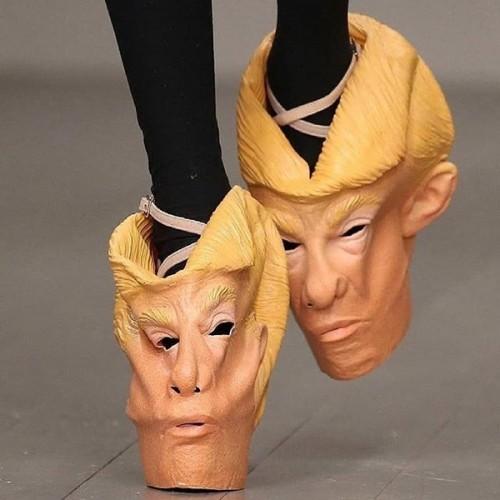 Sepatu mirip wajah Presiden Amerika Serikat Donald Trump.(Foto: Instagram 'Crimes Against Shoe-manity')
