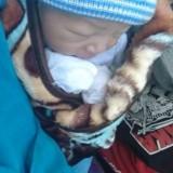 Berniat Cari Rumput, Warga Malang Ini Secara Mengejutkan Menemukan Bayi Mungil yang Tertidur Pulas