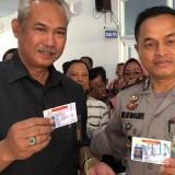 Lahir Bersamaan Dengan HUT Polri, 35 Warga Lumajang Dapat SIM Gratis