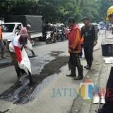 Perbaikan jalan di Kota Malang (Dok. MalangTIMES)