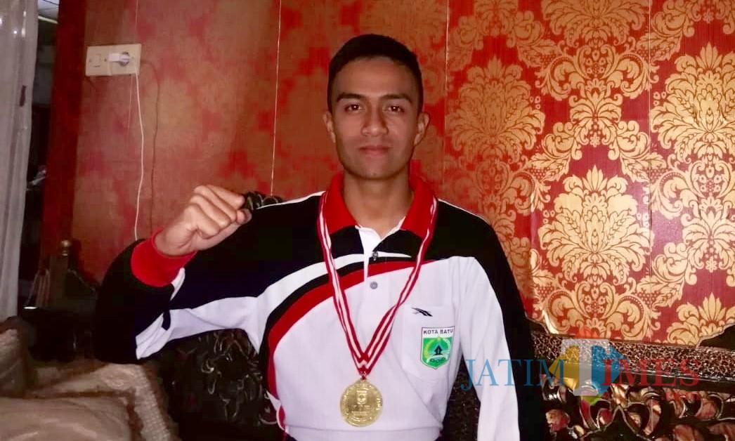 MochammadDevano Faris Estiawan saat berada di rumahnya di Jalan Semeru, Kelurahan Sisir, Kecamatan Batu.