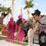 Peringati HUT Bhayangkara ke 73, Polres Tulungagung Tabur Bunga Di TMP Rejoagung