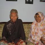 Jamaah Calon Haji Kota Probolinggo, tertua Aksan Bahrawi Ismail bersama Asnanti istrinya (Agus Salam/Jatim TIMES)