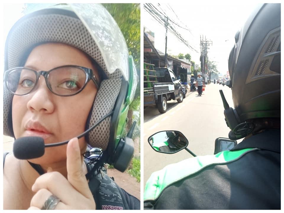 Driver ojol saat menggunakan helm yang dimosifikasi dengan alat komunikasi. (Foto: istimewa)