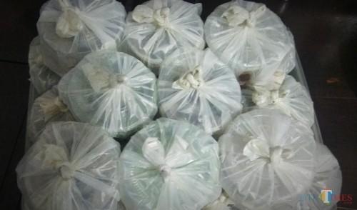 Ilustrasi penggunaan kantong plastik. (Foto: Nurlayla Ratri/MalangTIMES)