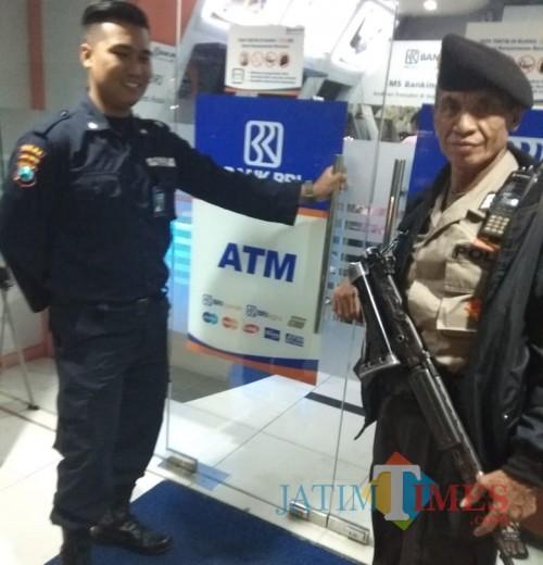 Petugas saat melakukan Patroli di ATM (Ist)