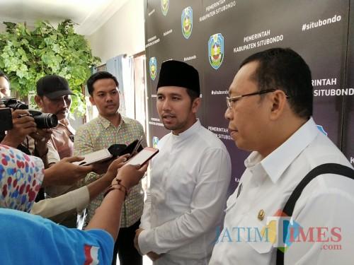 Wagub Jatim bersama Bupati Situbondo saat diwawancarai wartawan