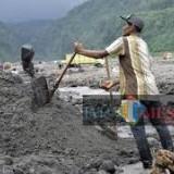 Aktivitas di tambang pasir Kaliputih Kabupaten Blitar