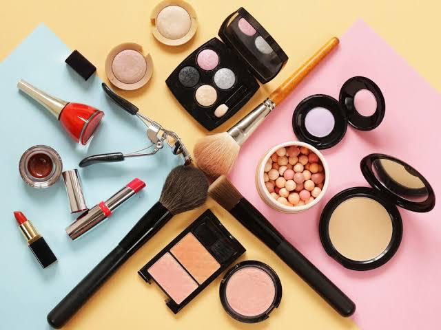 Beragam produk makeup. Namun, harus tahu apakah produk ini kedaluwarsa atau tidak.(Foto: istimewa)