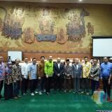 Foto bersama Komisi II DPRD Situbondo dengan Komisi VI DPR RI ( Foto Istimewa / Situbondo TIMES)
