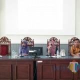 Kadiskominfo, Haeriah Yuliati, S.Sos, M.M,  (tengah), saat memberikan sambutan pada Rapat PPID dan Sosialisasi SP4N (BondowosTIMES/ Isma)