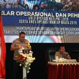 Kapolda Jatim Irjen Pol Luki Hermawan memberikan arahan pada peserta rakor dan anev