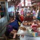 Pedagang ayam potong di Pasar Baru Kota Probolinggo (Agus Salam/Jatim TIMES)