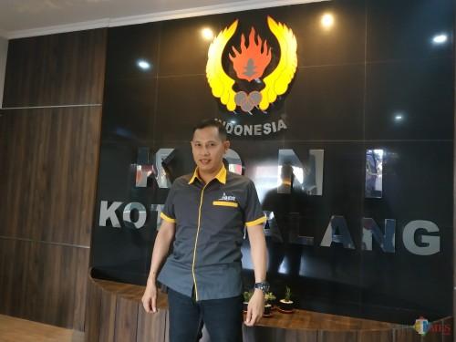 Pelatih PBSI Kota Malang, Eko Sutjahyo (Hendra Saputra)