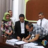 Penandatangan perjanjian diakhirinya KSO Pasir antara Pemkab an Mutiara Halim (Foto : Moch. R. Abdul Fatah / Jatim TIMES)