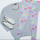 Salah satu outfit motif donat yang lucu dipakai pecinta kuliner (Source : Seventeen)