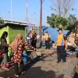 Situasi penertiban PKL di depan Stasiun KA Jombang (Foto: Adi Rosul / JombangTIMES)
